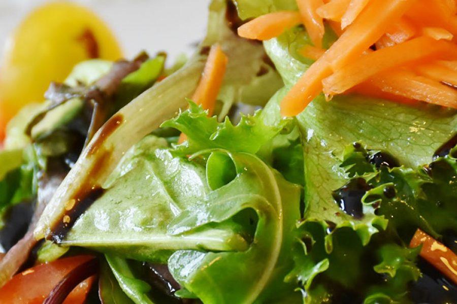 Preljev za salatu s aronijom